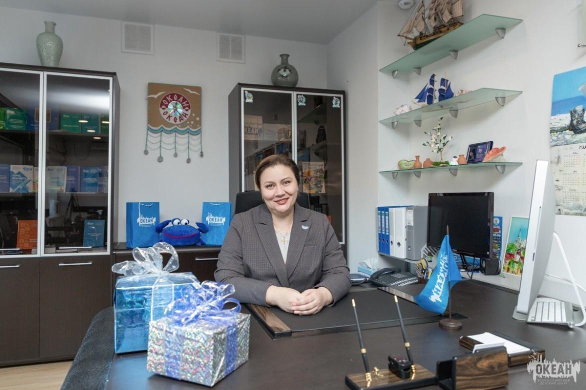 Врио директора ВДЦ «Океан» Наталья Соловей поздравляет с наступающим Новым годом!