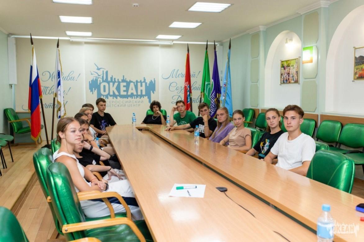 «Дети Мира»: в ВДЦ «Океан» проходит образовательная смена, посвящённая международным отношениям и проектной деятельности